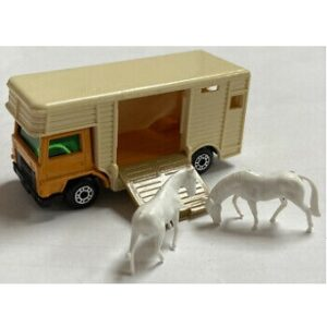 MatchBox N°40 Horse Box (avec 2 chevaux blanc ) 1977 Made in England