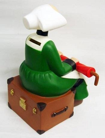 Tirelire Bécassine assise avec son parapluie figurine Plastoy 80004.
